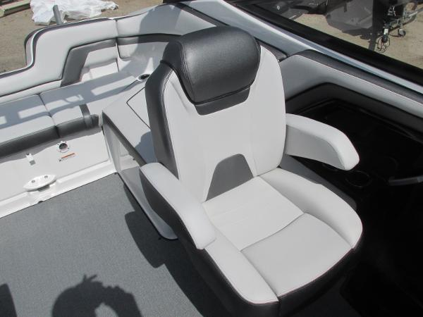 2020 Yamaha boat for sale, model of the boat is AR240 & Image # 18 of 35