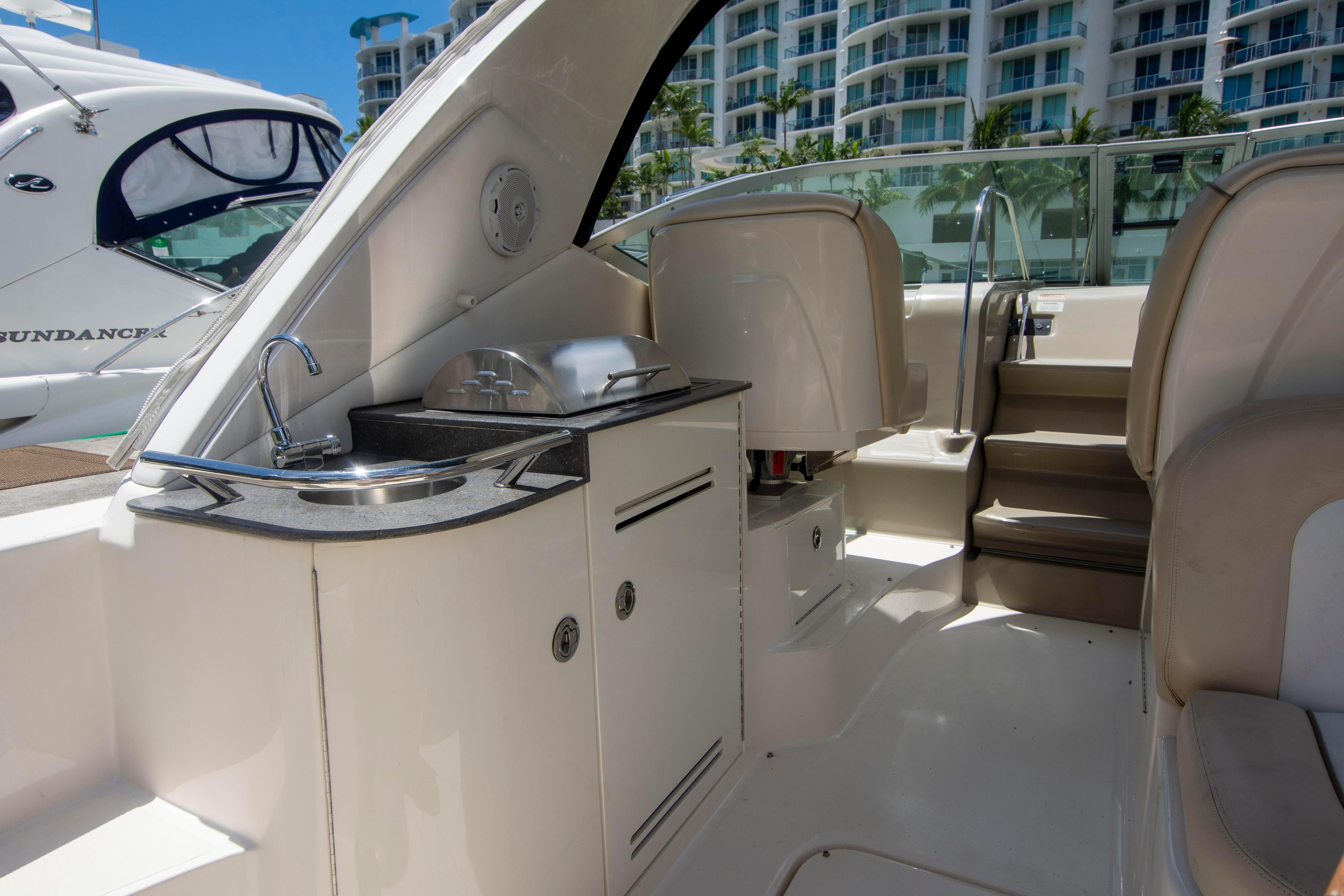 35 Sea Ray 2012 Fort Lauderdale | Denison Yacht Sales