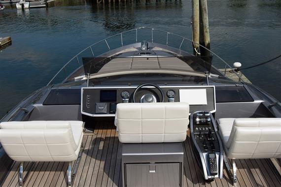 2017 Pershing 74, Sultan Flybridge