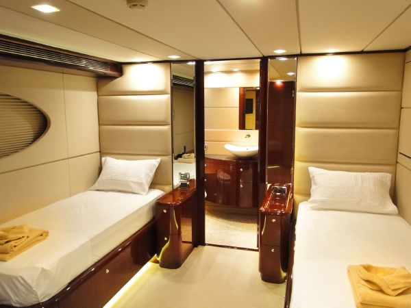 136 Hargrave Twin Guest Stateroom