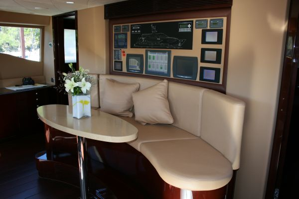 136 Hargrave Pilothouse Companion Seating