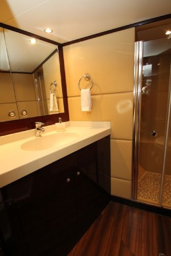 Guest Stateroom en suite head