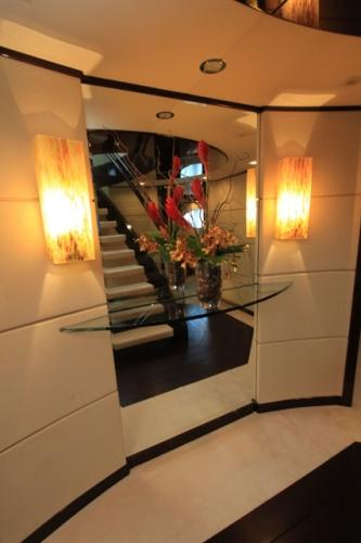 Cabin deck foyer