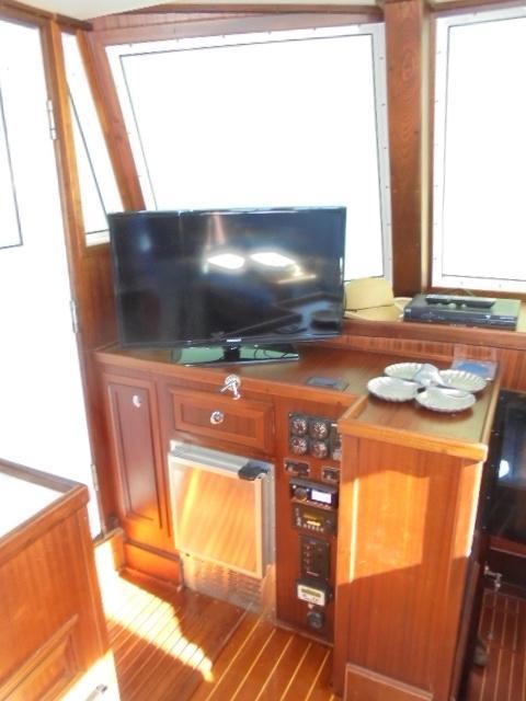 Custom 36 Yukon Trawler - Forward Salon to Port