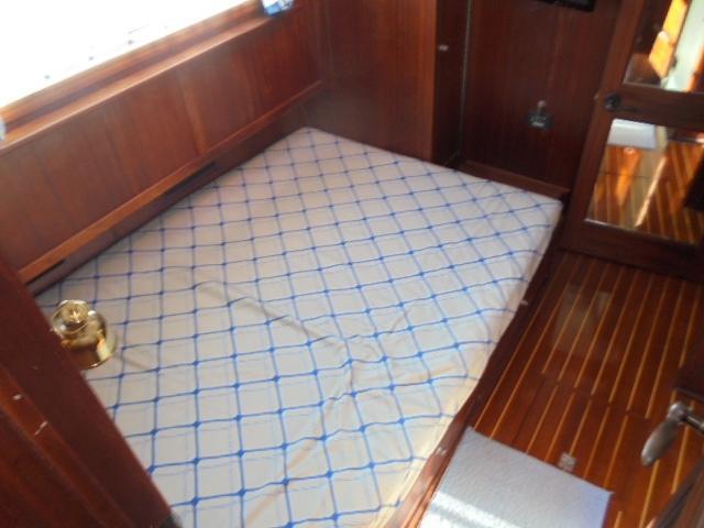 Custom 36 Yukon Trawler - Master Stateroom berth