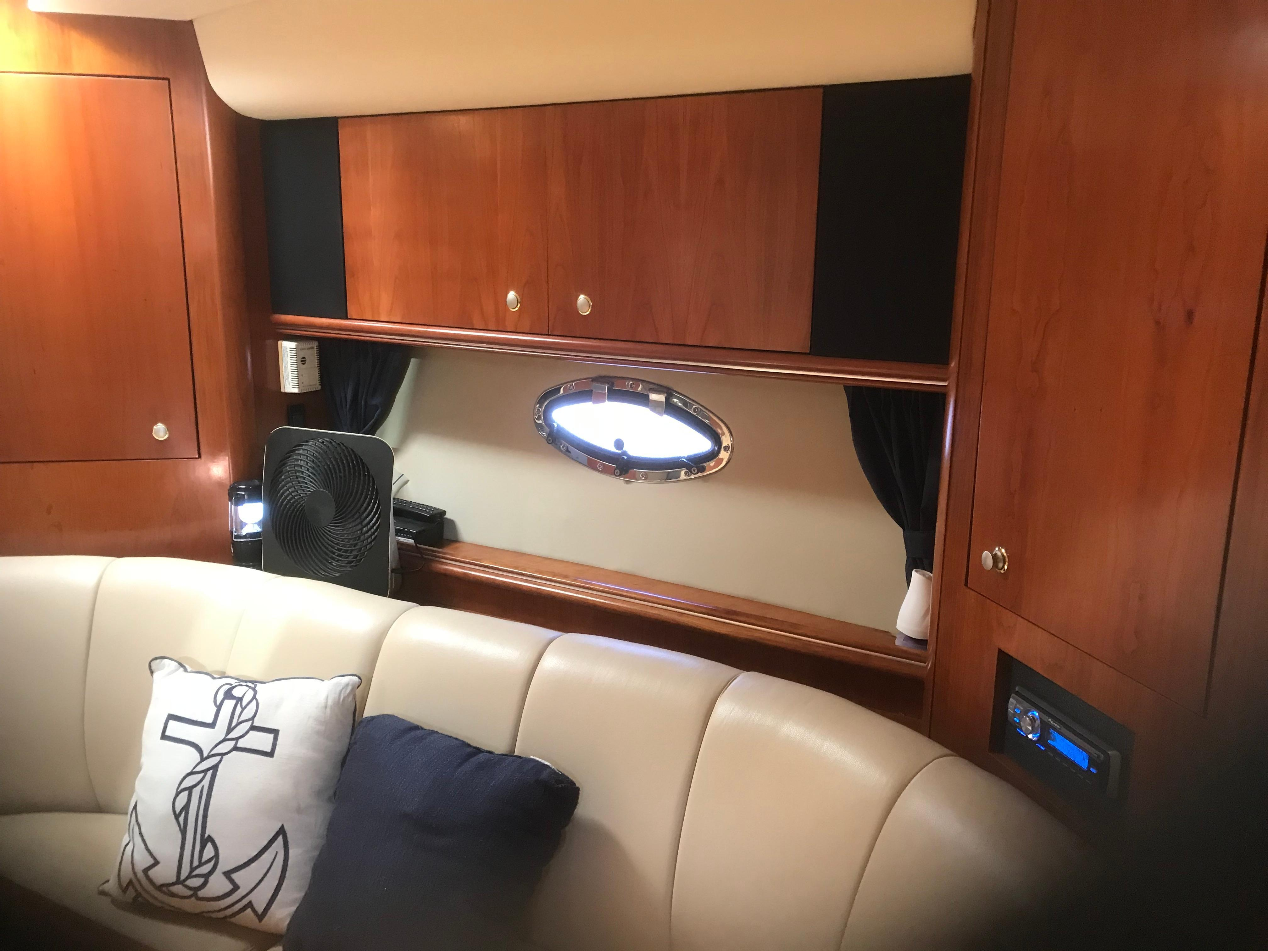Cruisers Yachts 370 Express - Photo: #12