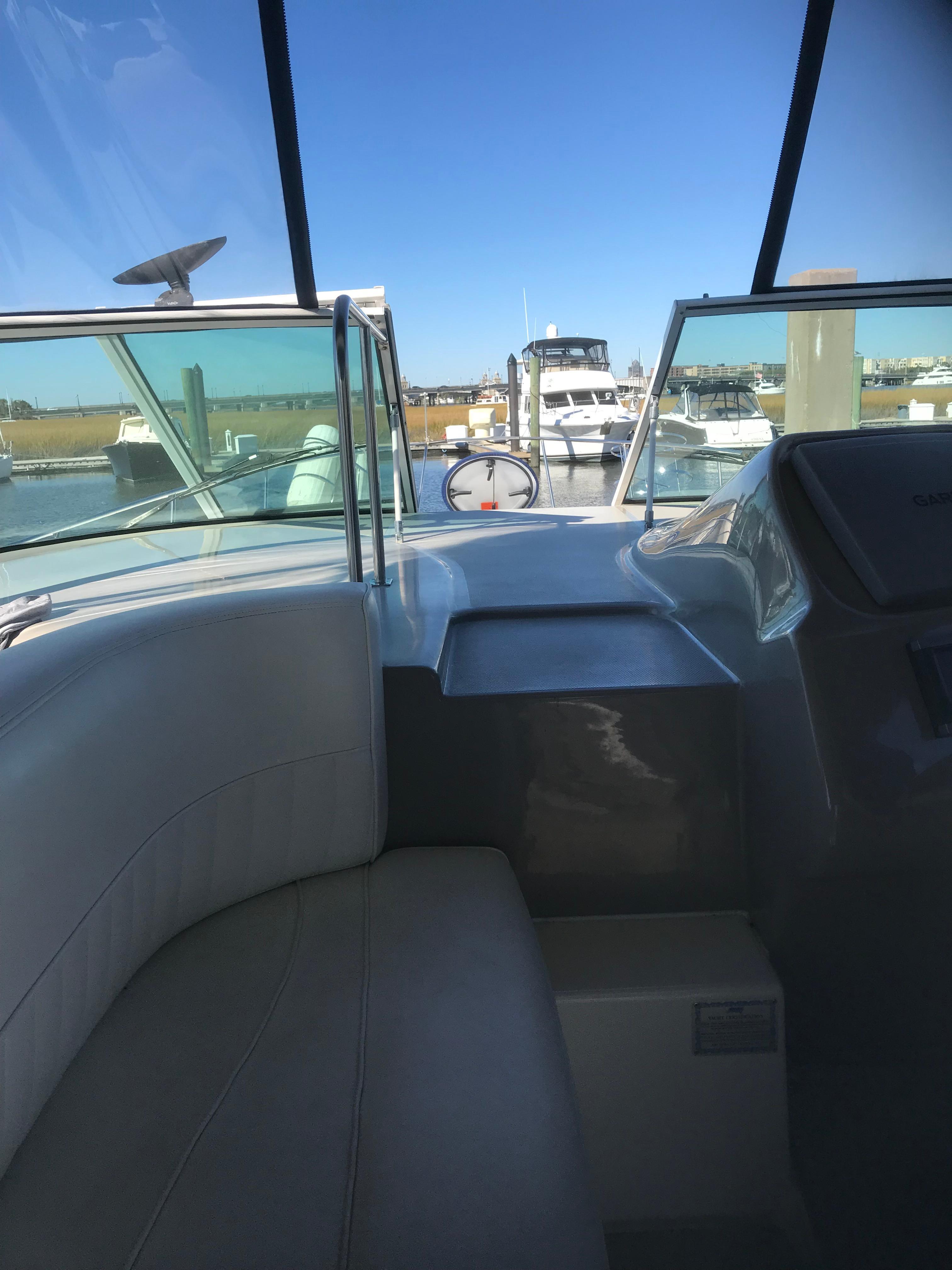 Cruisers Yachts 370 Express - Photo: #29