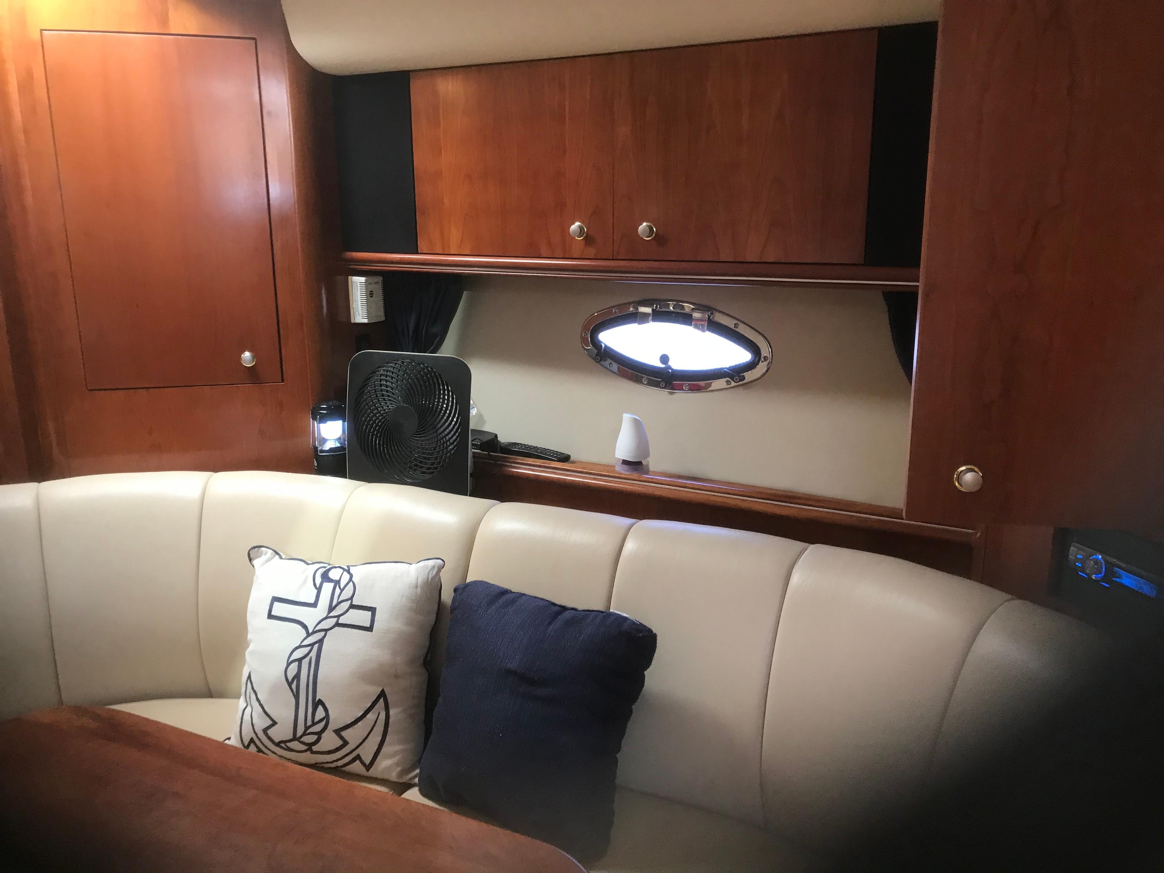 Cruisers Yachts 370 Express - Photo: #10