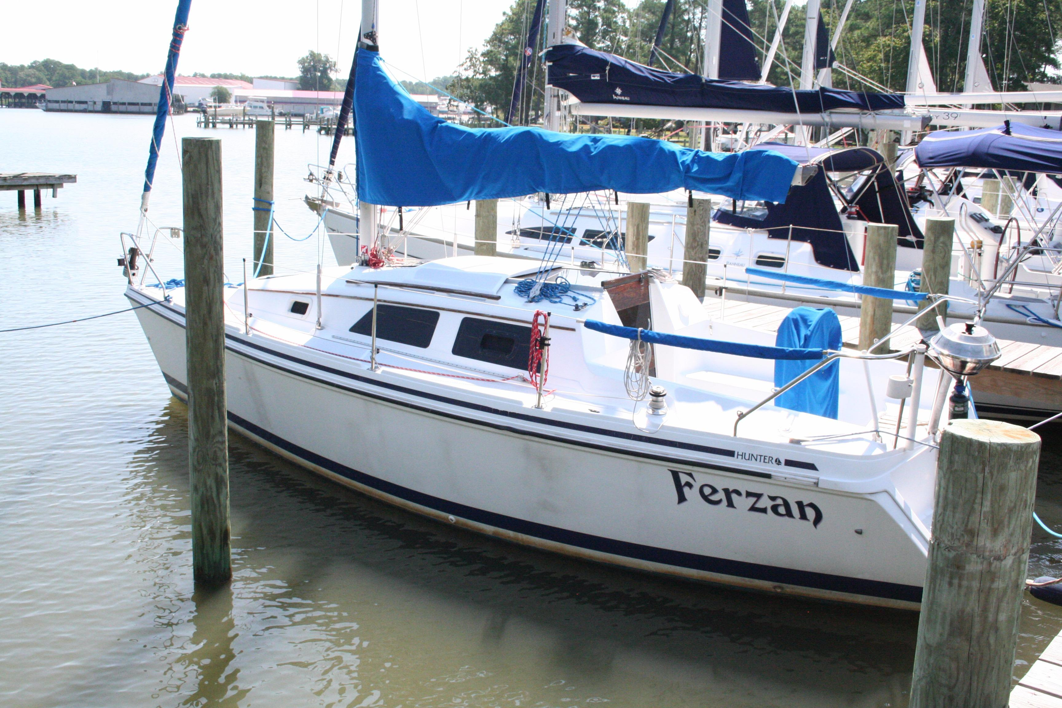 1998 Hunter 270 | Sailboats for Sale