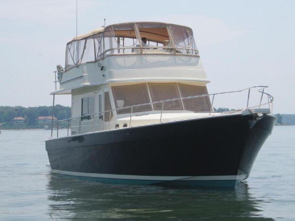 43' Mainship 430 Trawler