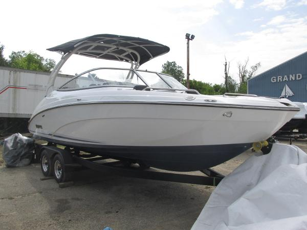 2019 Yamaha boat for sale, model of the boat is 242 Limited S E-Series & Image # 2 of 40