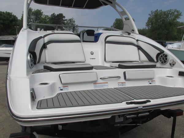 2019 Yamaha boat for sale, model of the boat is 242 Limited S E-Series & Image # 3 of 40