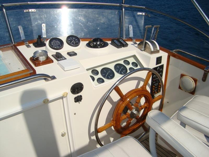 Helm position flybridge