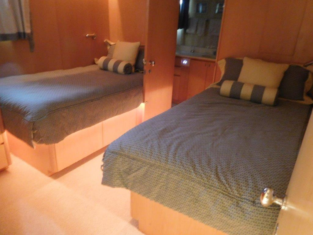 Starboard Twin Guest Stateroom
