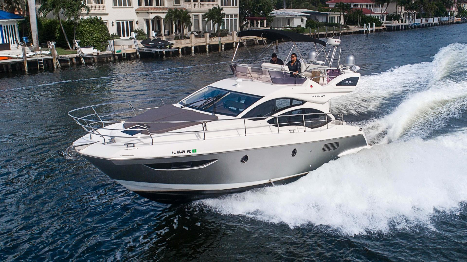 2011 Azimut 38 Flybridge - Port Bow
