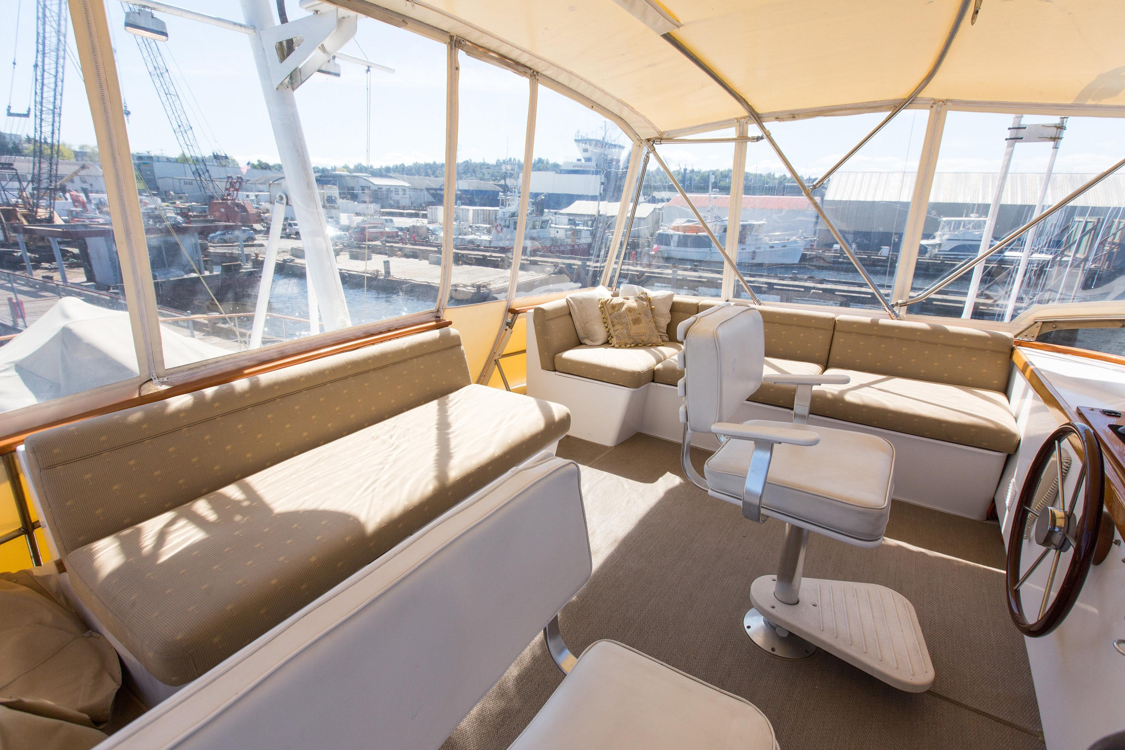 Lots of seating on flybridge