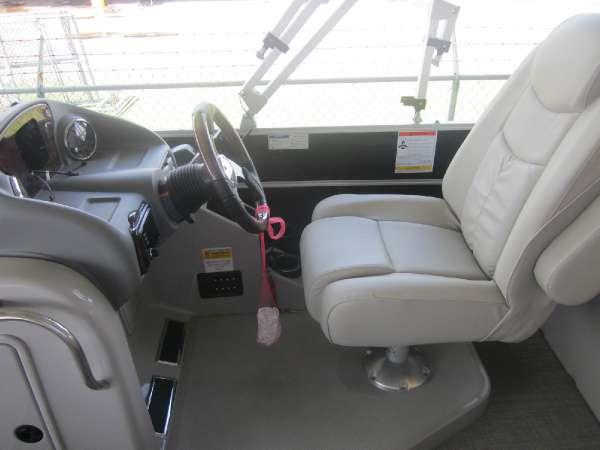 2016 SunCatcher boat for sale, model of the boat is Elite 324 SS & Image # 12 of 16