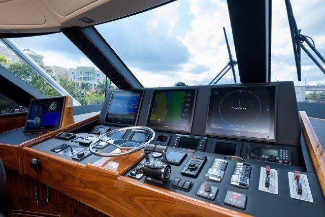 Enclosed Flybridge-Electronics