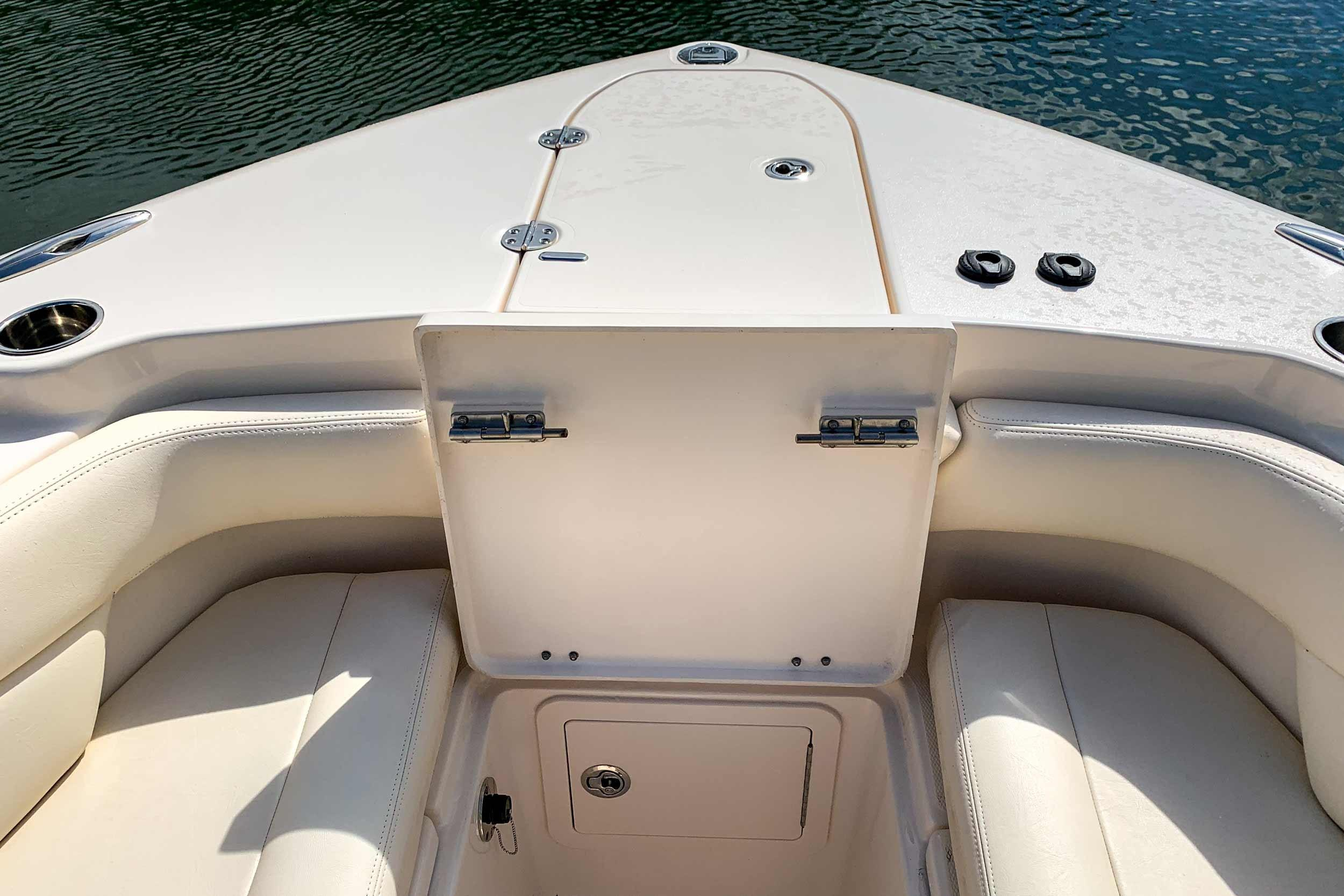 2018 Grady-White Canyon 271 27' Center Console