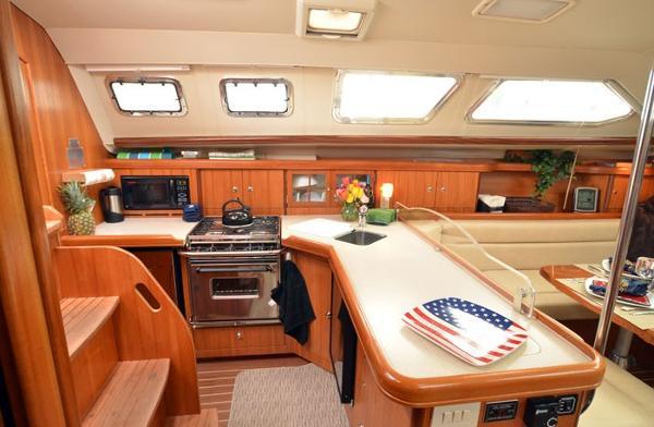 Hunter 41 deck salon liberty 4925131 for charter for 13 salon bellingham