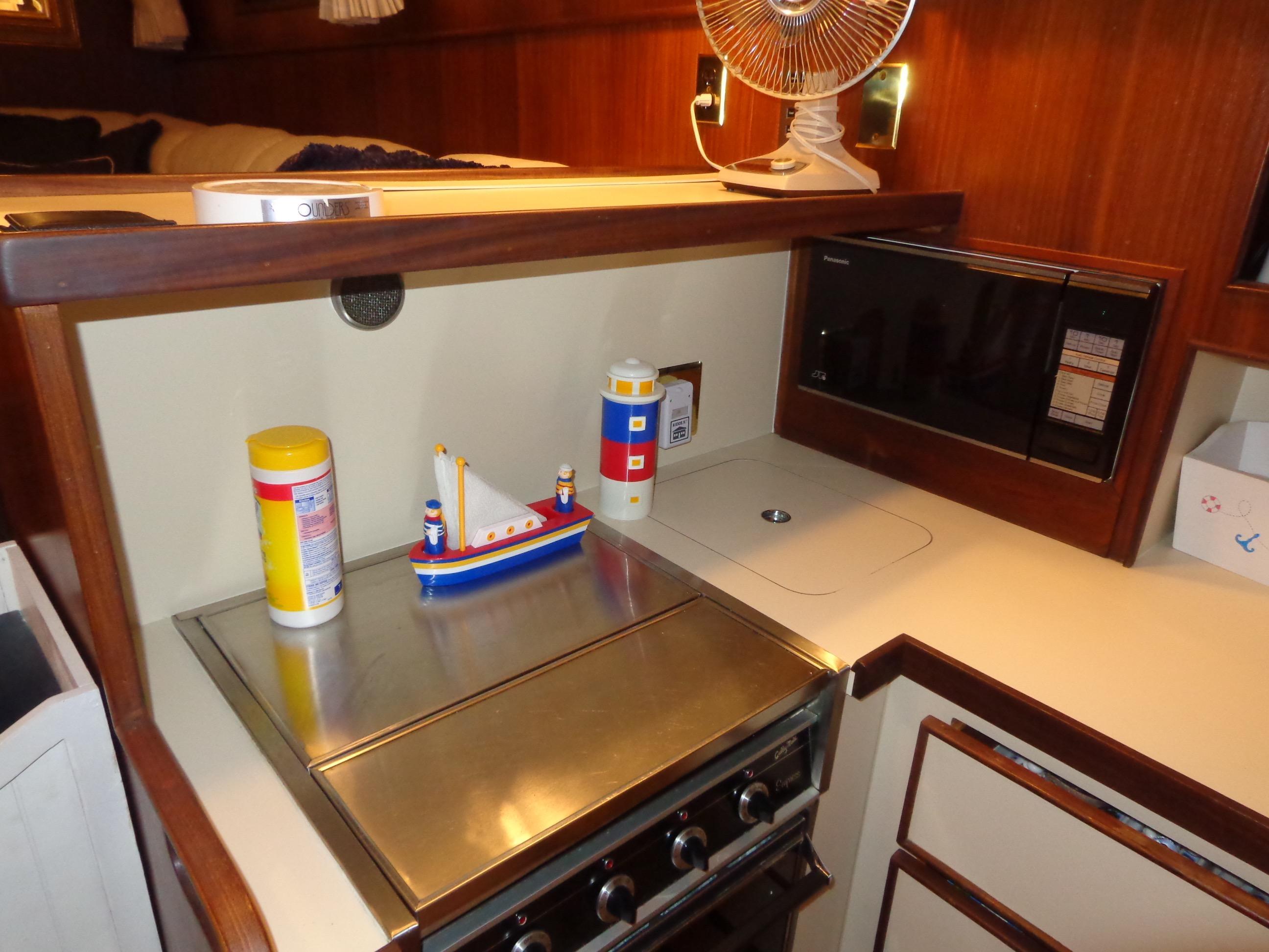 43 Hatteras 1985 Yachts A Luck Holland Michigan
