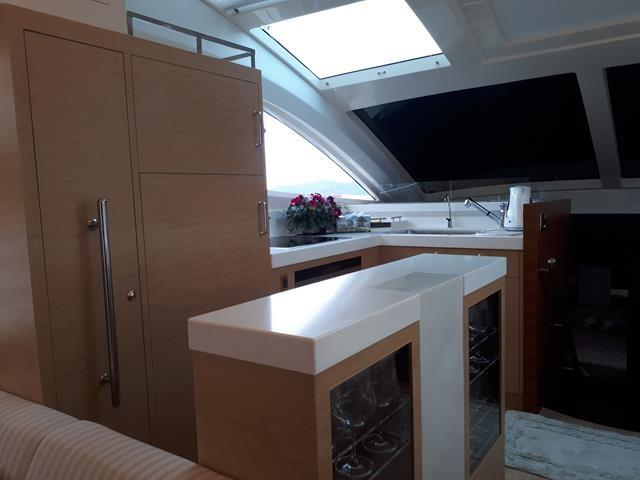 Horizon E56 Galley in Salon