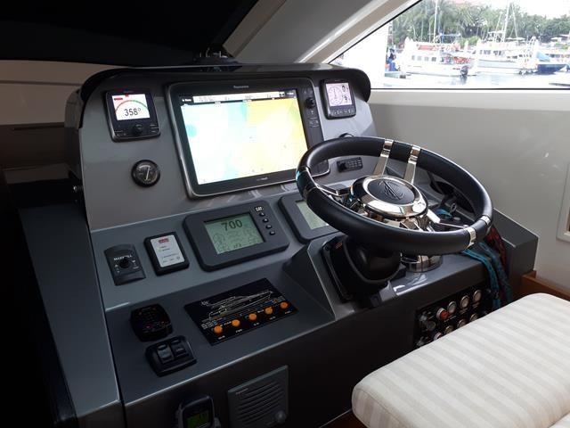 Horizon E56 Interior Helm
