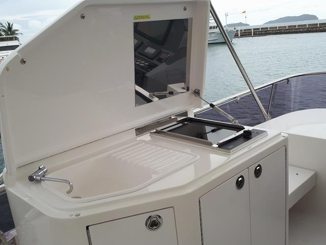 Horizon E56 Flybridge BBQ