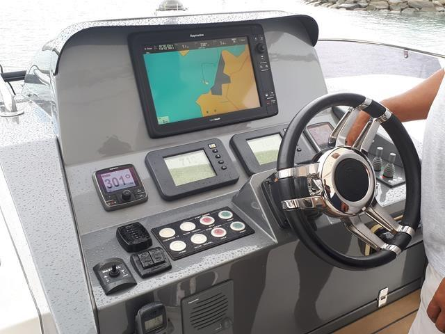 Horizon E56 Flybridge Helm