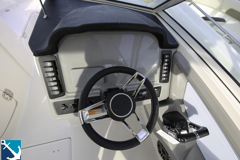 Robalo R247 Dual Console 2020 11