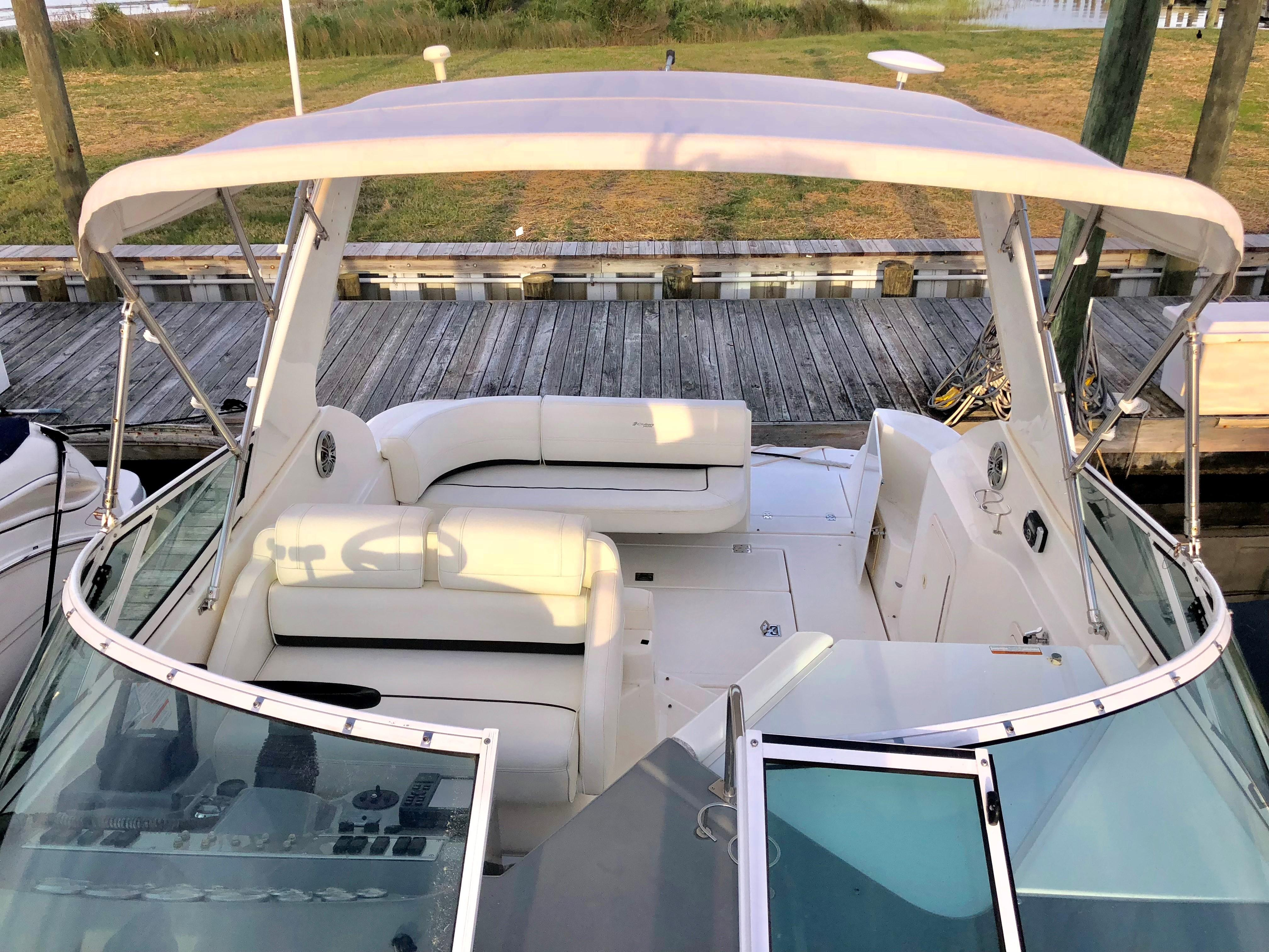 Cruisers Yachts 280CXI - Bow looking aft