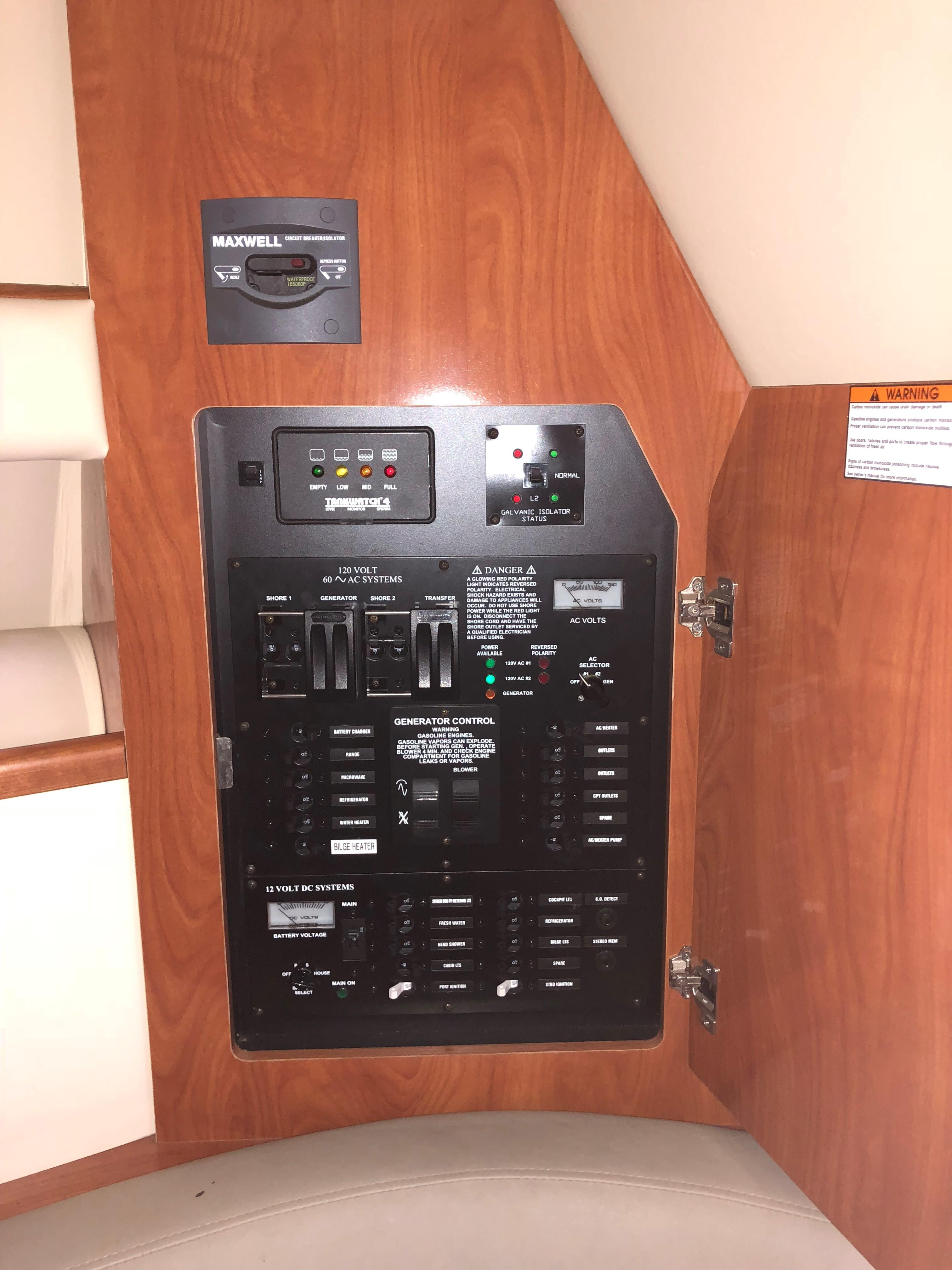 Cruisers Yachts 280CXI - Control Panel