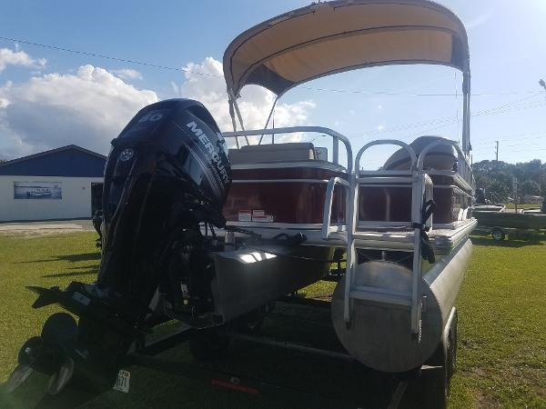 2018 Sun Tracker boat for sale, model of the boat is Fishin' Barge 20 DLX & Image # 3 of 13