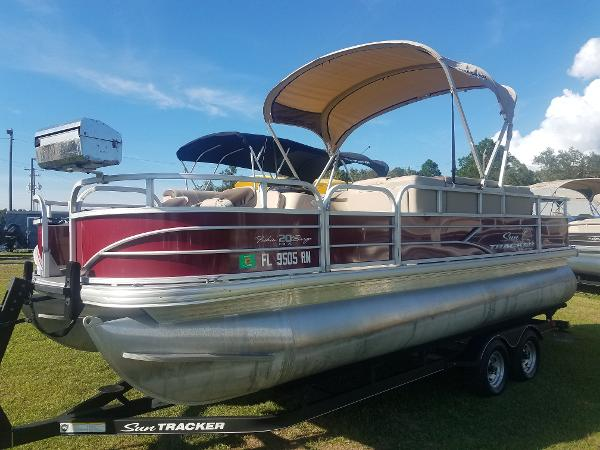 2018 Sun Tracker boat for sale, model of the boat is Fishin' Barge 20 DLX & Image # 7 of 13