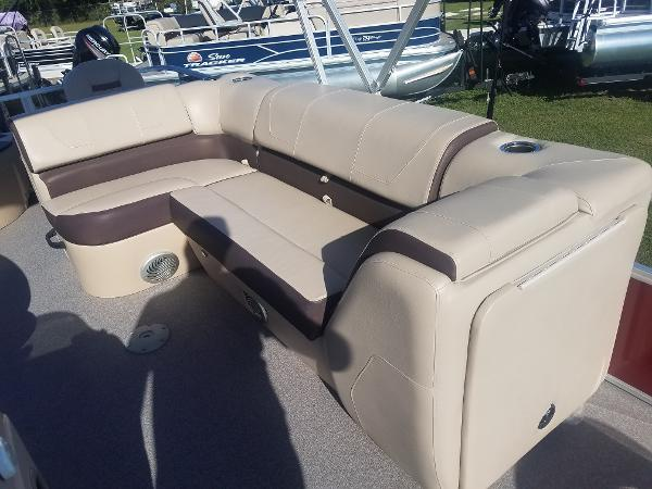 2018 Sun Tracker boat for sale, model of the boat is Fishin' Barge 20 DLX & Image # 2 of 13