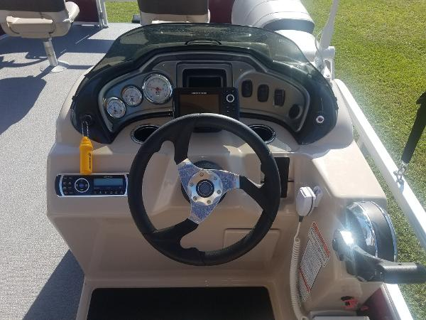 2018 Sun Tracker boat for sale, model of the boat is Fishin' Barge 20 DLX & Image # 5 of 13