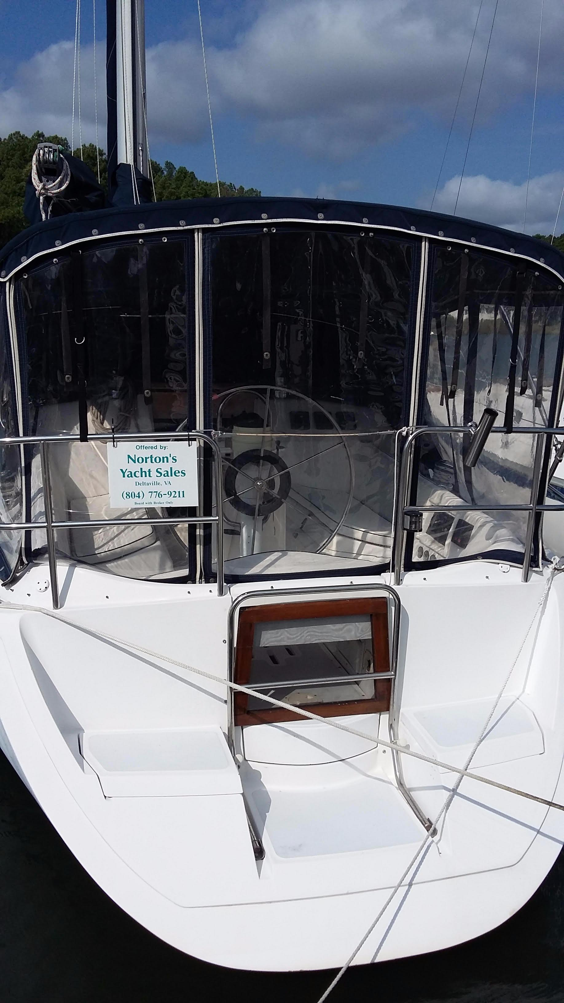 1989 Hunter Vision 32 | Sailboats for Sale