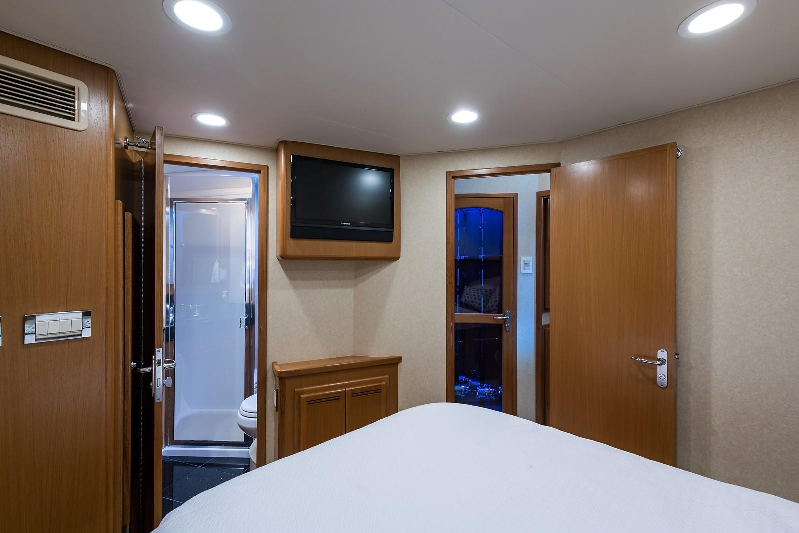 52 Cabo Master Stateroom, Port