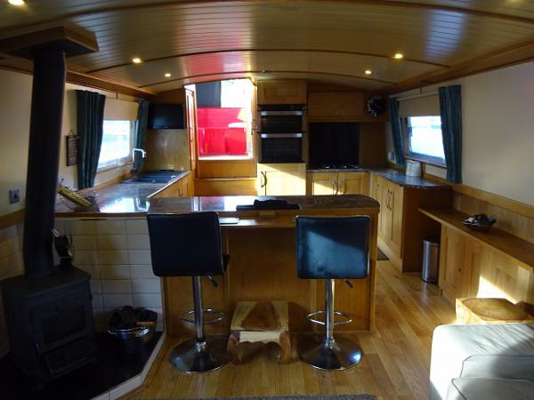 Collingwood Wide Beam Barge - Breakfast Bar