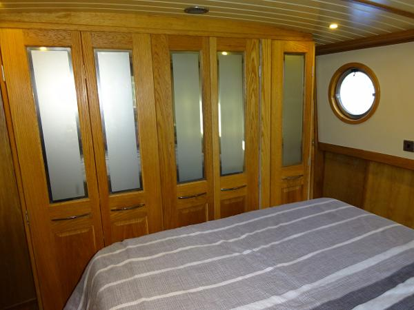 Collingwood Wide Beam Barge - Master Cabin