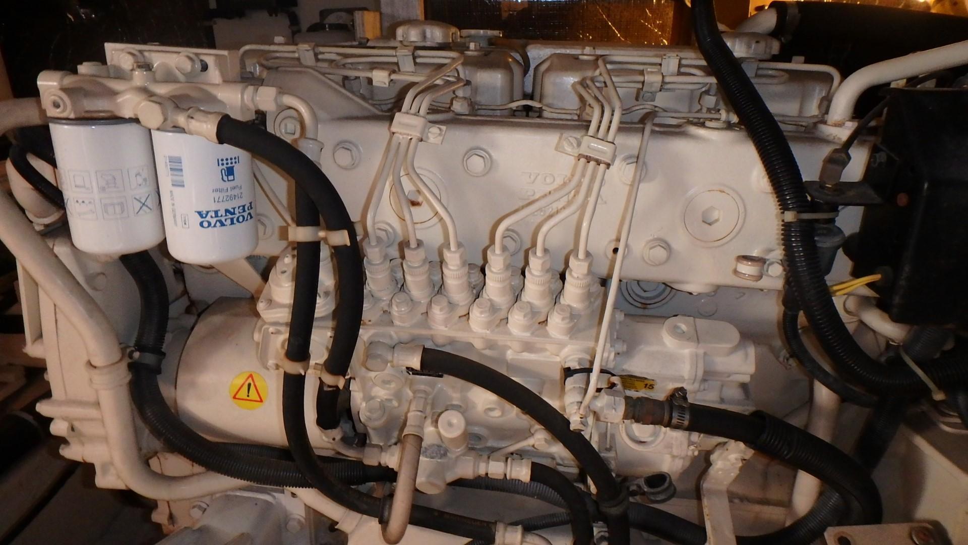 Navigator 4800 CLASSIC - Starboard Engine