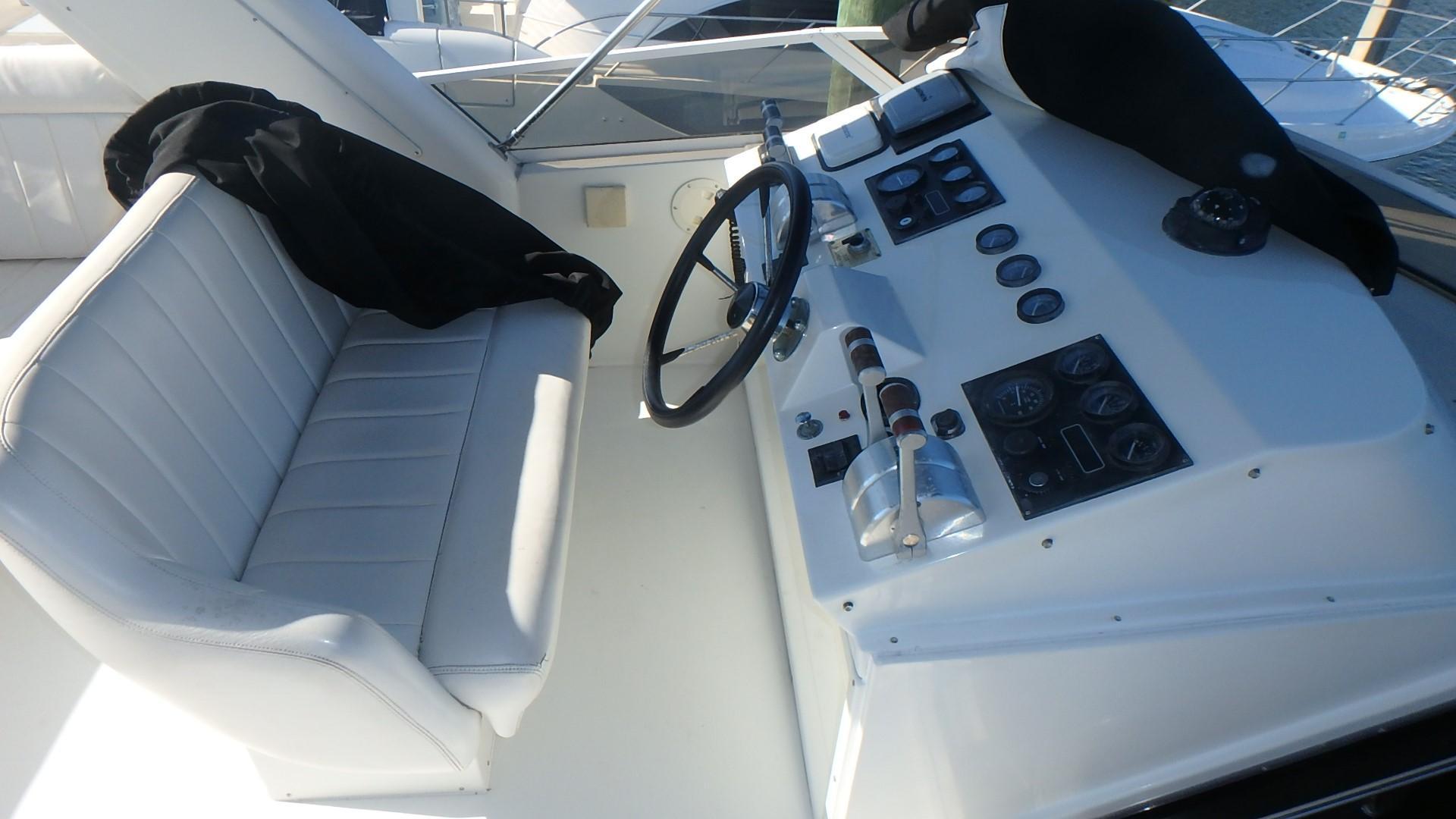 Navigator 4800 CLASSIC - Upper Capt. Seat