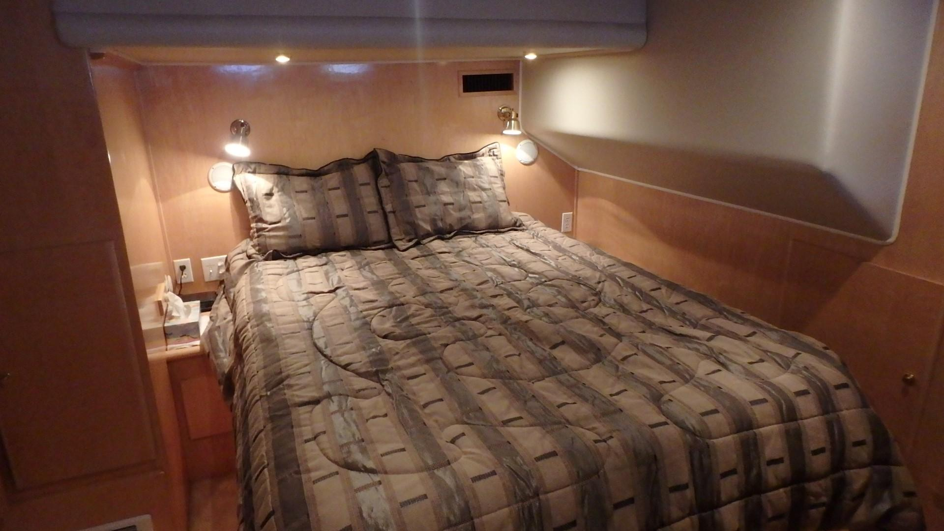 Navigator 4800 CLASSIC - Master Bed