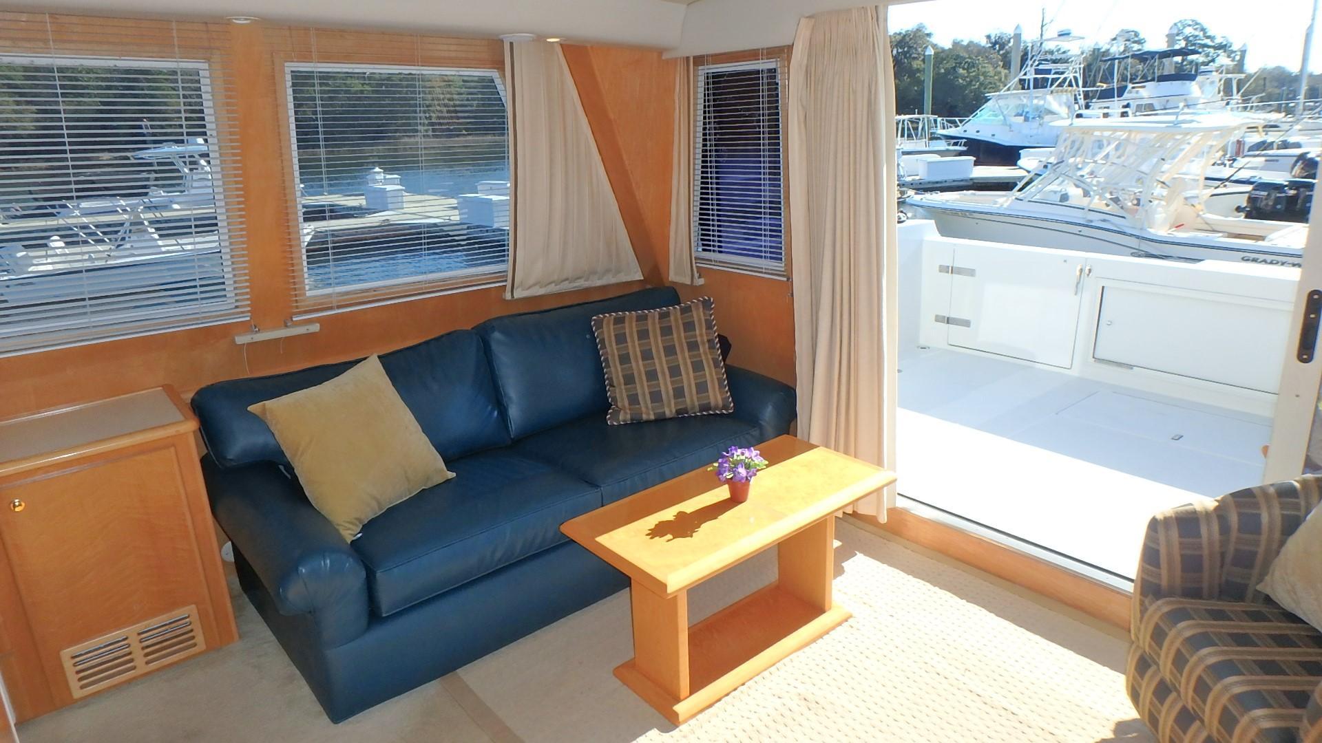 Navigator 4800 CLASSIC - Starboard Side Salon