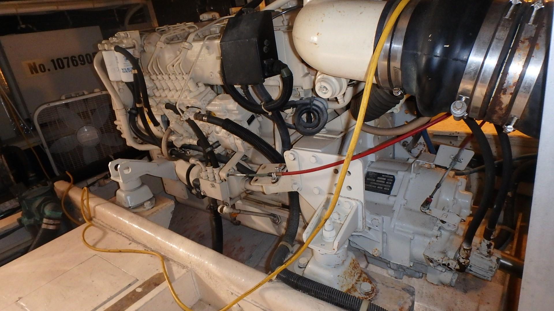 Navigator 4800 CLASSIC - Starboard Engine 2