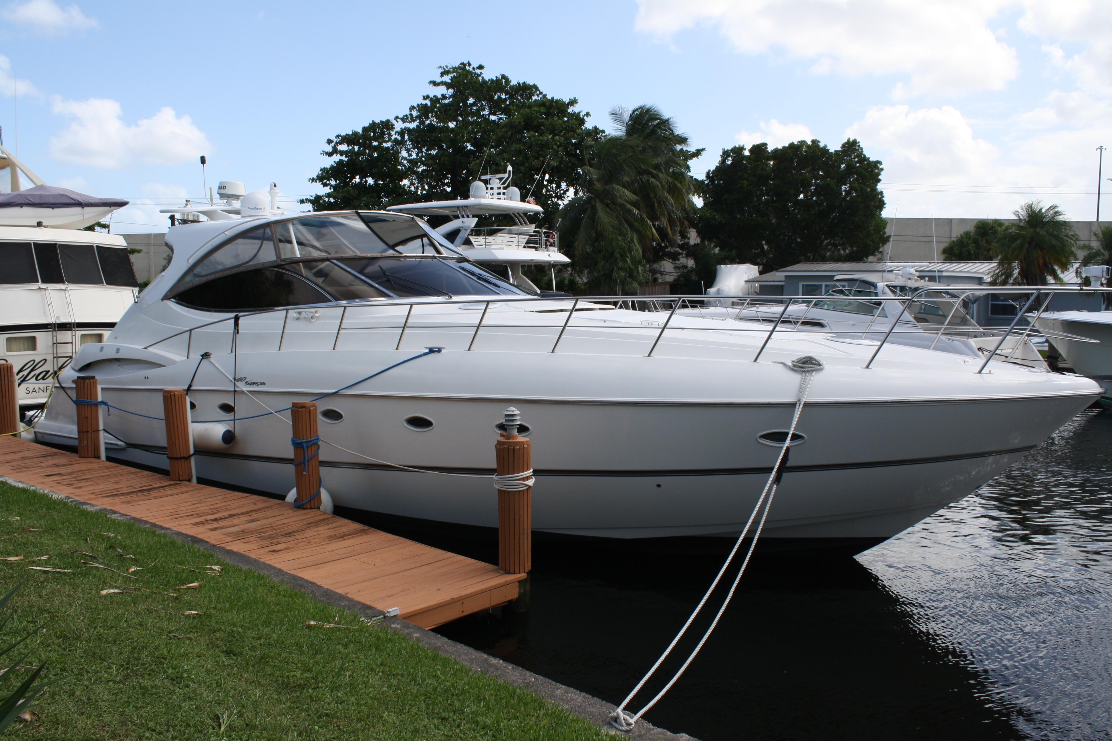 54 ft Cruisers Yachts 54