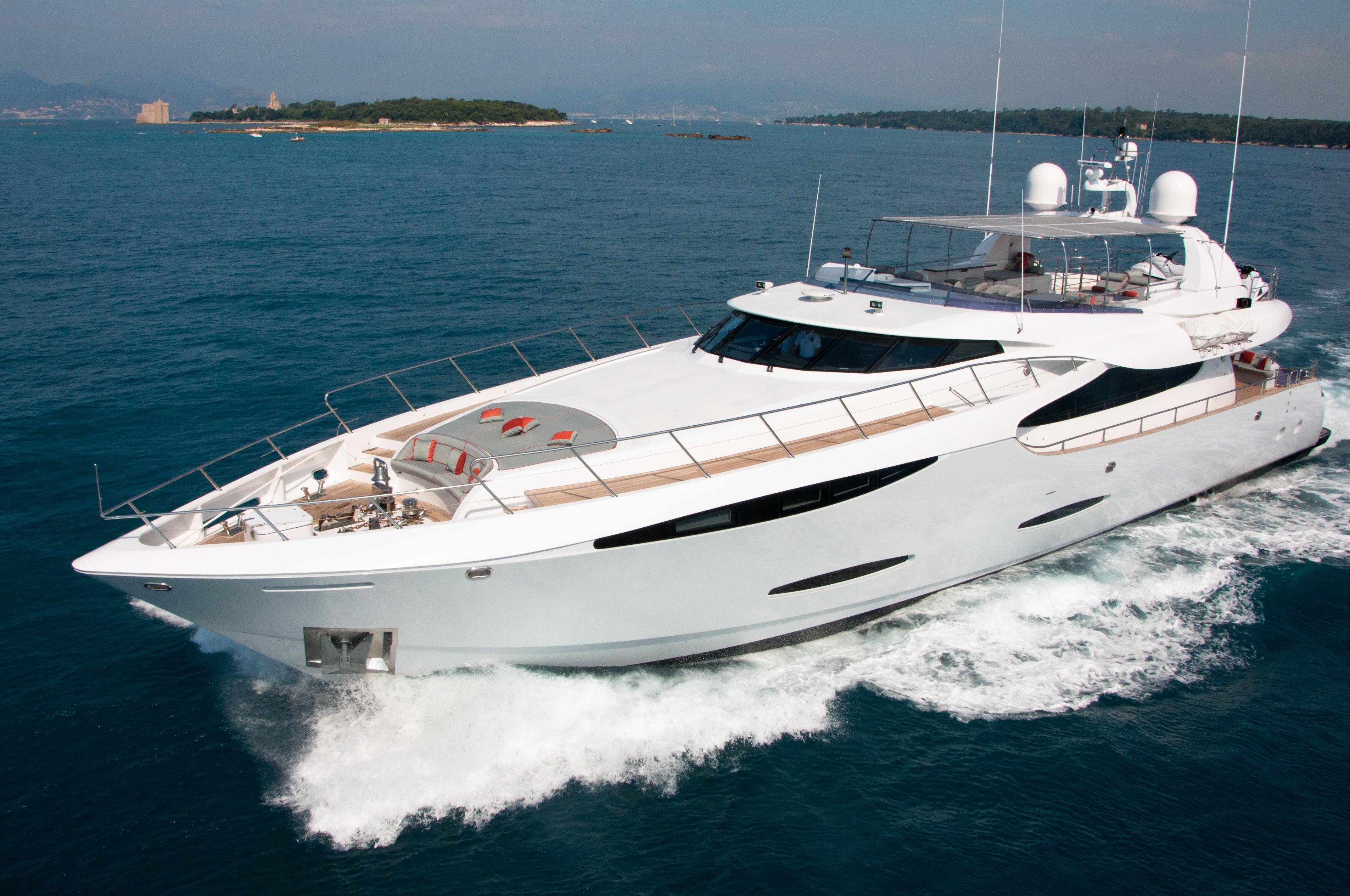 Gems at Sea - Leight Notika motor yacht