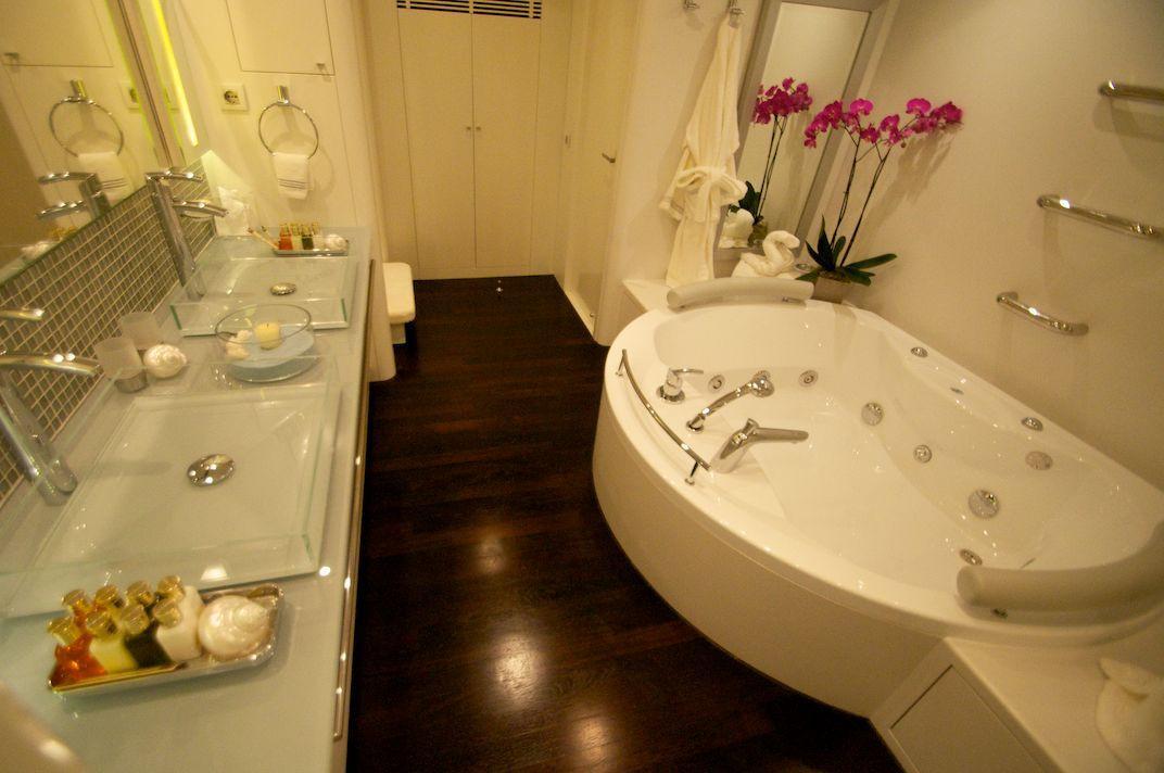 Master bathroom with jacuzzu