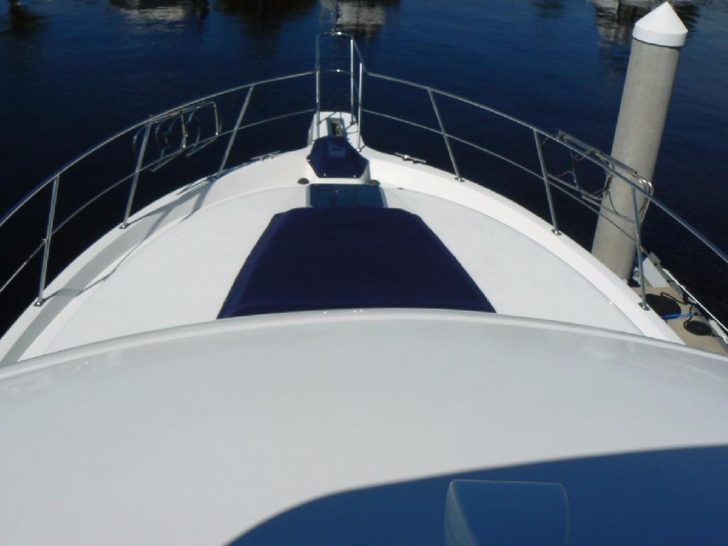 Carver 440 Aft Cabin Motor Yacht - Foredeck