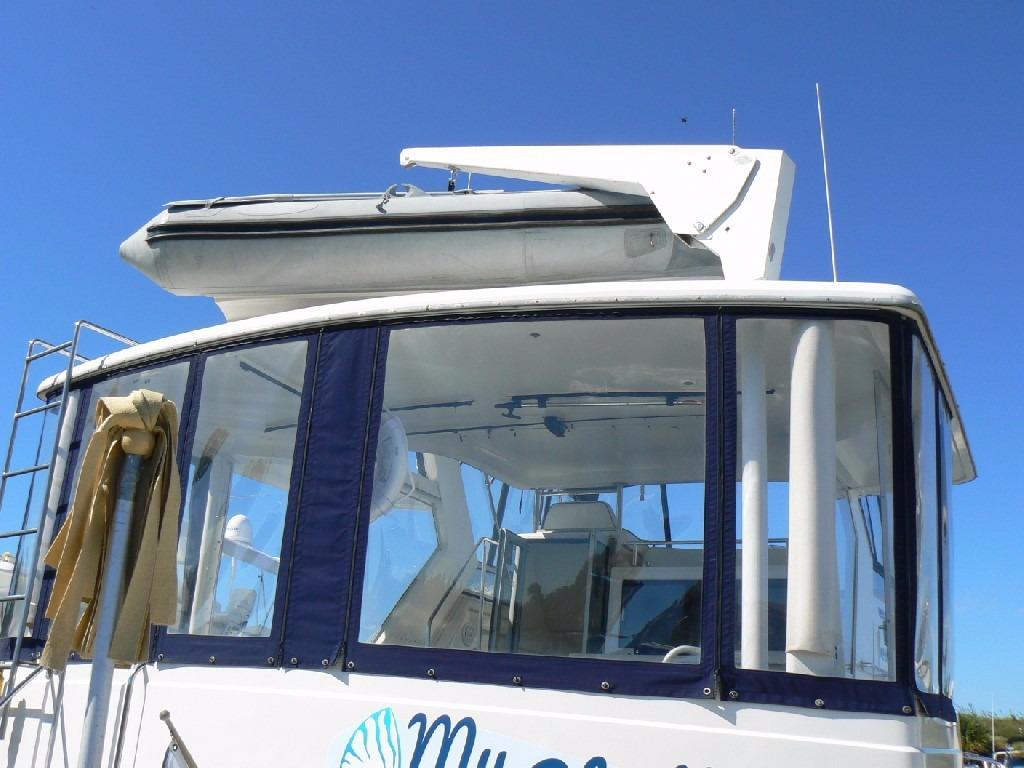 Carver 440 Aft Cabin Motor Yacht - Davit